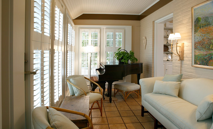 Hunter Douglas Shutters in a Belleville IL West End Residence